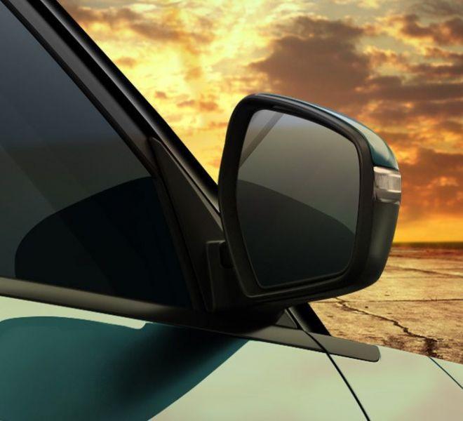 Automotive Mahindra XUV300 Exterior-13